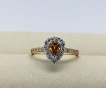 Diamant Ring Natural Fancy Intense Yellowish Orange 18kt Gold